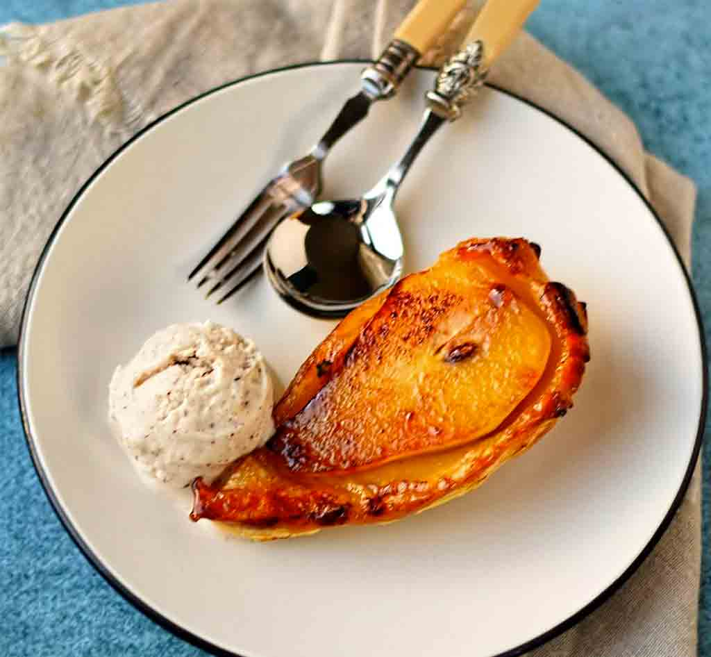 Individual pear tatins with cinnamon ice-cream
