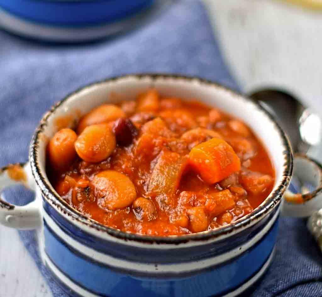 Smoky bean & tomato stew