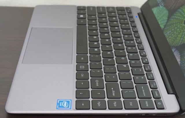 Chuwi LapBook SE キーボードをサイドより
