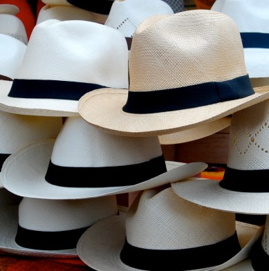 Choosing your Panama hat in Ecuador