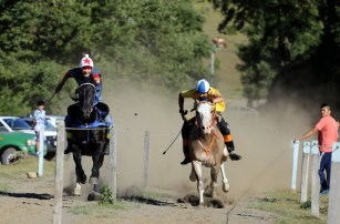 Horse racing with the mapuche in Curarrehue, Chile