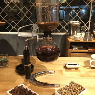 Cherished for its ability to produce a caramelized, sweet cup, the Siphon also looks fit for a chemistry lab, Cafeoteca Costa Rica