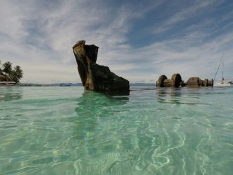 Crystal clear waters in San Blas, Panama