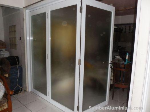 Kusen dan Pintu Lipat Aluminium Warna Putih