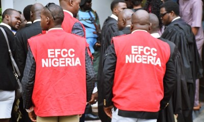 Operatives of EFCC
