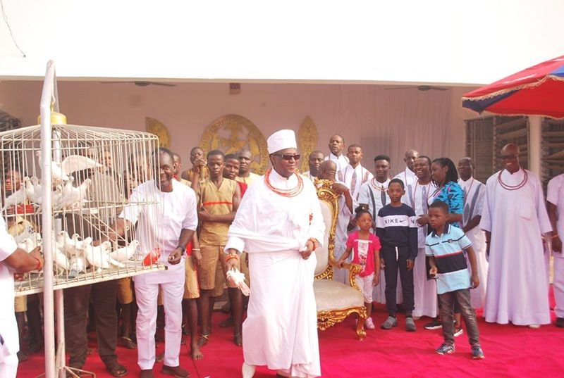 Oba Ewuare II, Releasing the Pigeons at the Children's Party to Mark the New Year