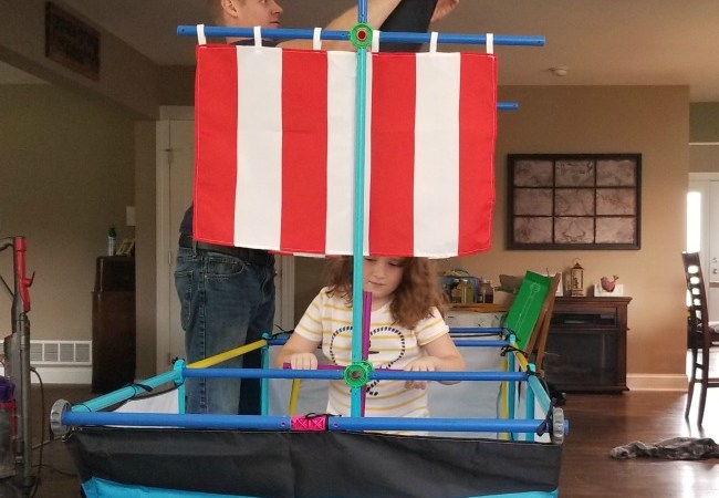 Play pirates with your child with the Antsy Pants Pirate Ship Build & Play Kit