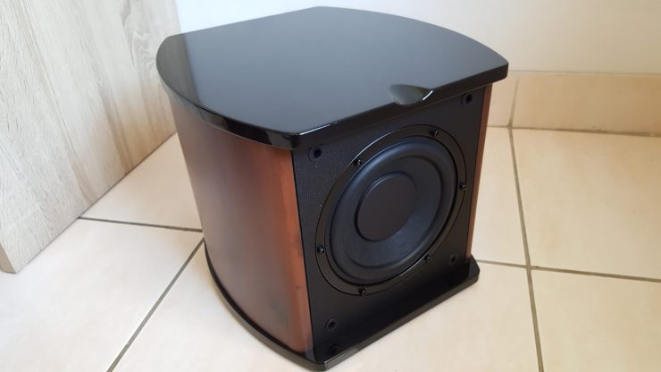 Front look of the subwoofer. It is actually smaller than you expected, but it punches super solid bass.