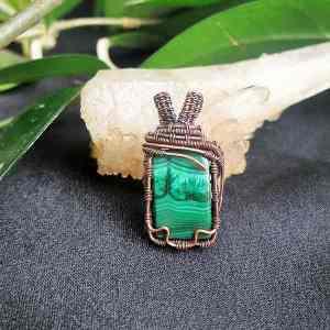 Malachite-Pendant Semipreciousstonejewelry SunayLaLuna
