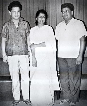Lata Mangeshkar with Laxmikant Pyarelal (Pic courtesy: www.hindilyrics.net)