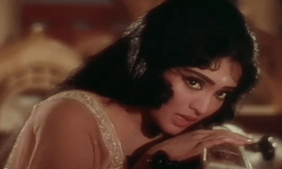 Vyjayanthimala lip-synching Lata's Tumhe yaad karte karte in the 1966 movie Amrapali based on true story.