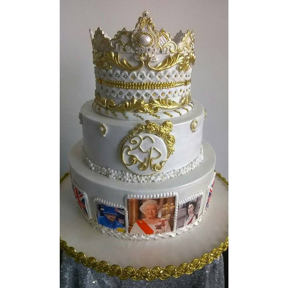 Sunday Adelaja S Blog Meet The Nigerian Lady Who Designed The Queen Of England S 90th Birthday Cake Sunday Adelaja S Blog