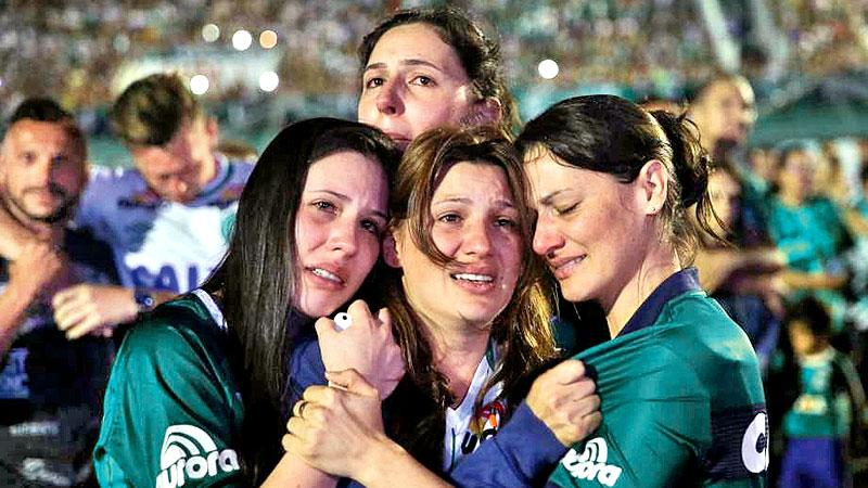 Colombia plane crash: Fans mourn as victims' bodies return ...