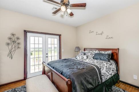8422 SE 25 St Murdock KS 67111-large-033-026-Bedroom 3-1500x1000-72dpi