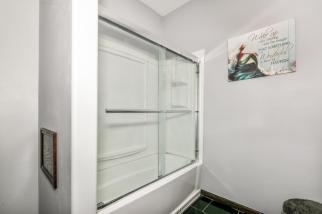 8422 SE 25 St Murdock KS 67111-large-036-022-Bathroom-1500x1000-72dpi