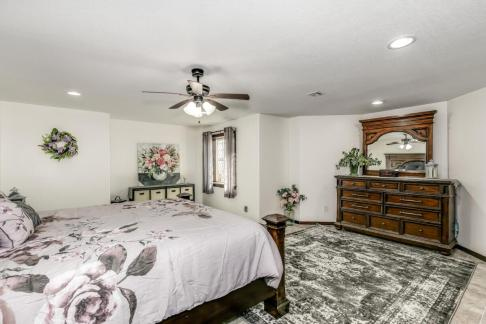 8422 SE 25 St Murdock KS 67111-large-043-036-Bedroom 6-1500x1000-72dpi