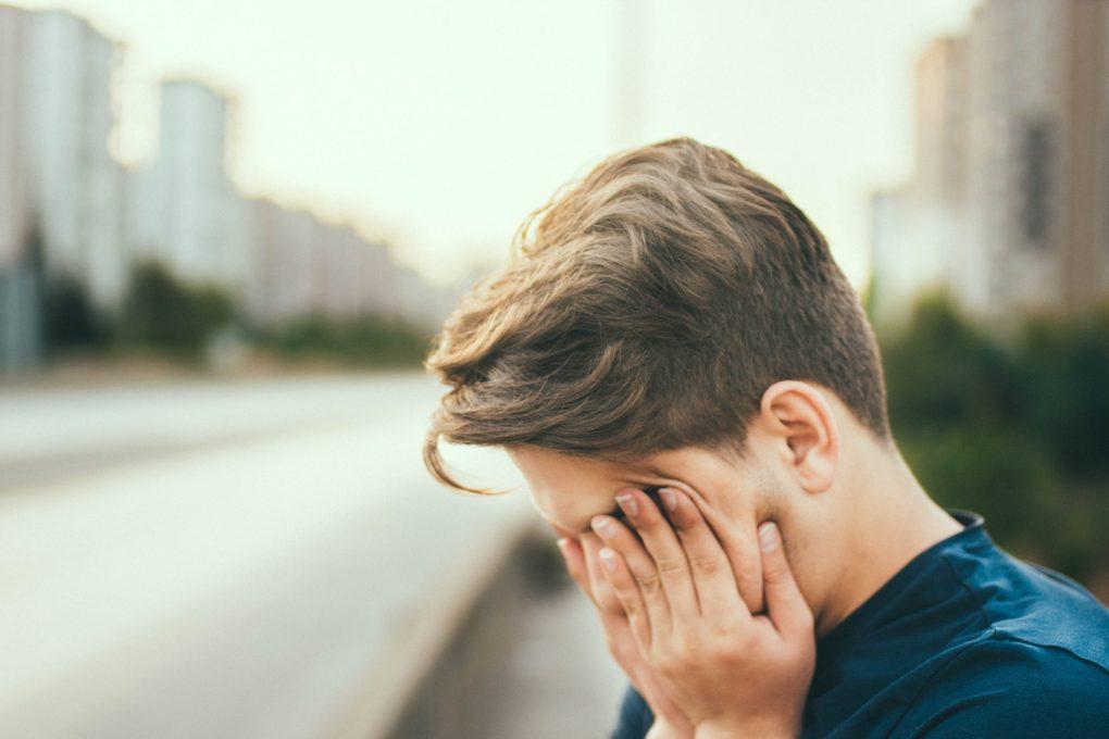 persoon met vermoeidheid en stress