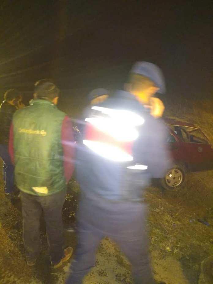 Sungurlu' da meydana gelen trafik kazasında araç içerisinde sıkışan 2 kişi itfaiyenin müdahalesi ile kurtarıldı.