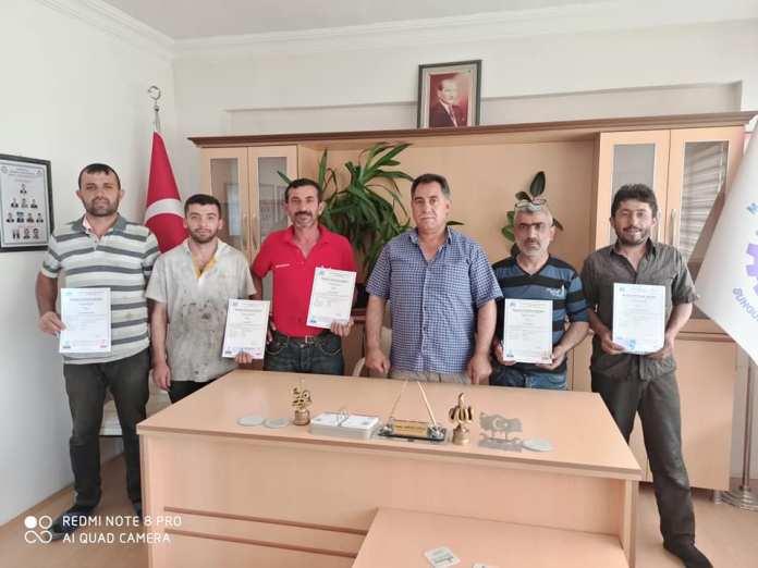 Sungurlu Sanayi Sitesinde faaliyetlerini sürdüren esnaflar Mesleki Yeterlilik belgesi aldı.