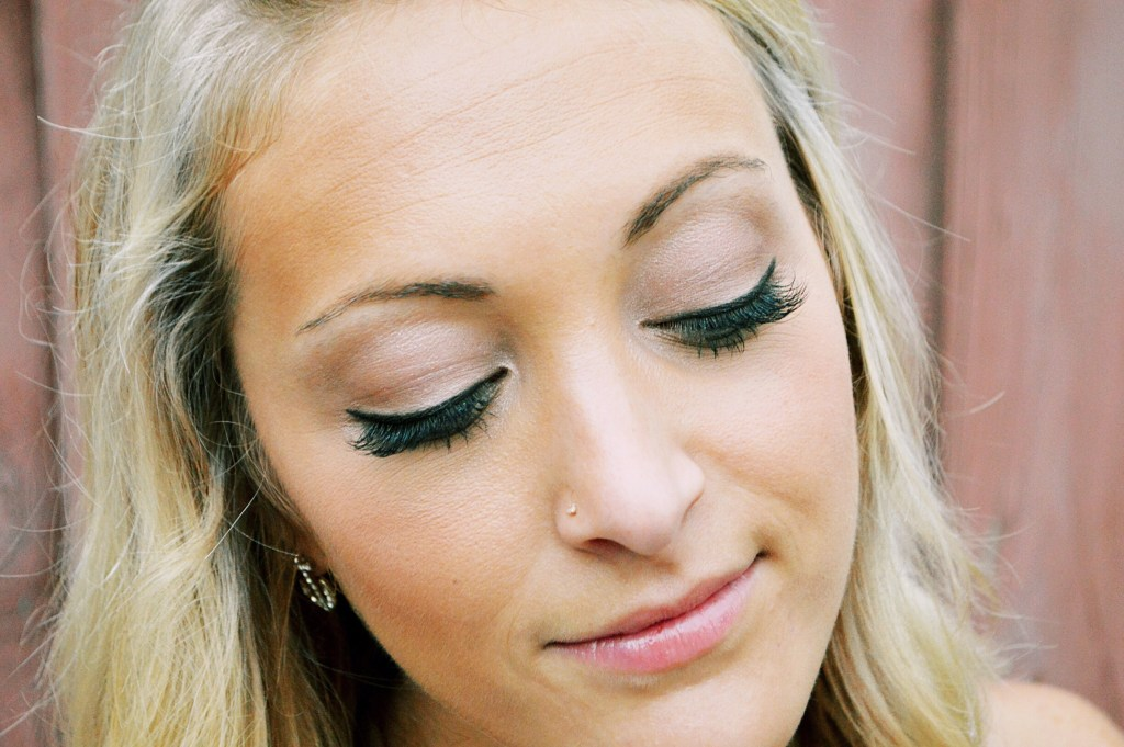 Why Eyelash Extensions are Everything (and how to care for yours) eyelashes | lashes | lash extensions | lash extension care http://www.sunkissedindecember.com/2017/08/07/lash-extensions-care/
