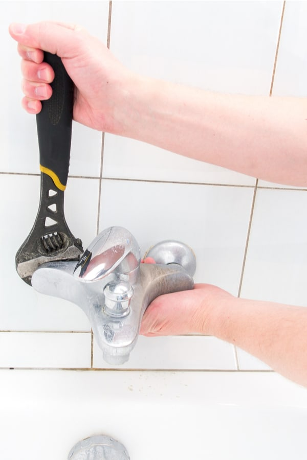 11 easy steps to fix a leaky bathtub faucet