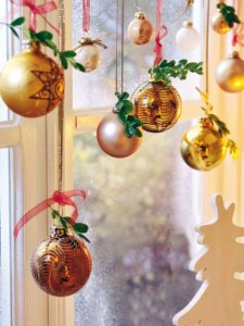 7 Festive Ideas For Holiday Window Decorating