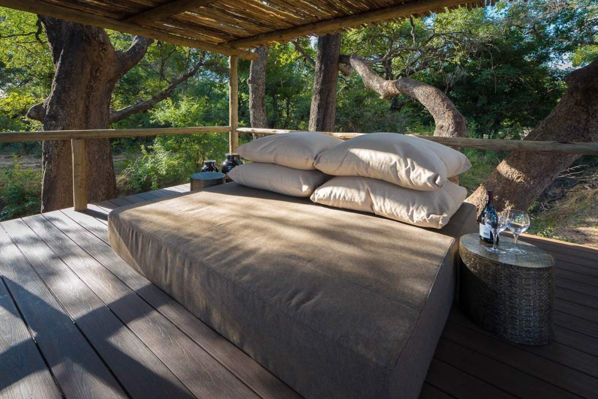 Incredible tree-house-style experience in this star bed at Chamilandu