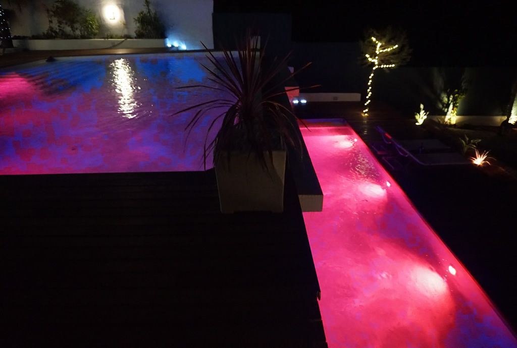 Swimming pool night time 2 sunset villa for Pool time pools