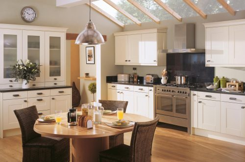 Traditional cream fitted kitchen