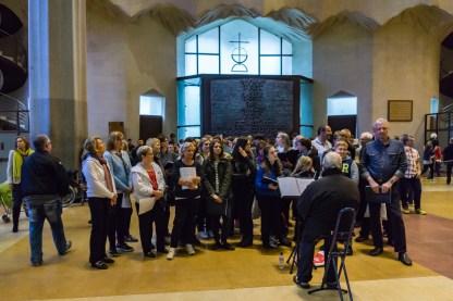 Kurzes A-Capella Konzert in der Sagrada Familia / Warten auf die offizielle Absperrung