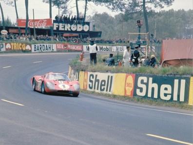 1967_Ford_GT40MarkIV6