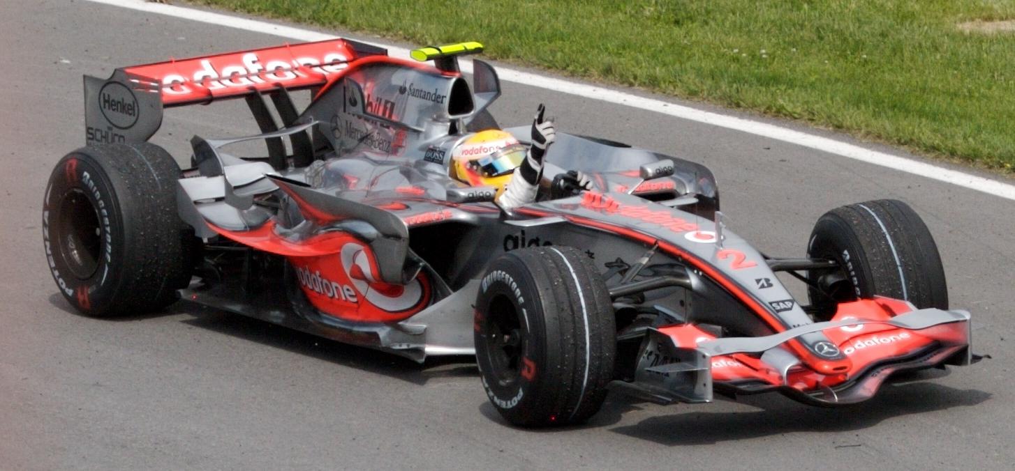 Lewis Hamilton, Piloto de Formula 1, em 2007 - wikipedia - Mark McArdle - 2007