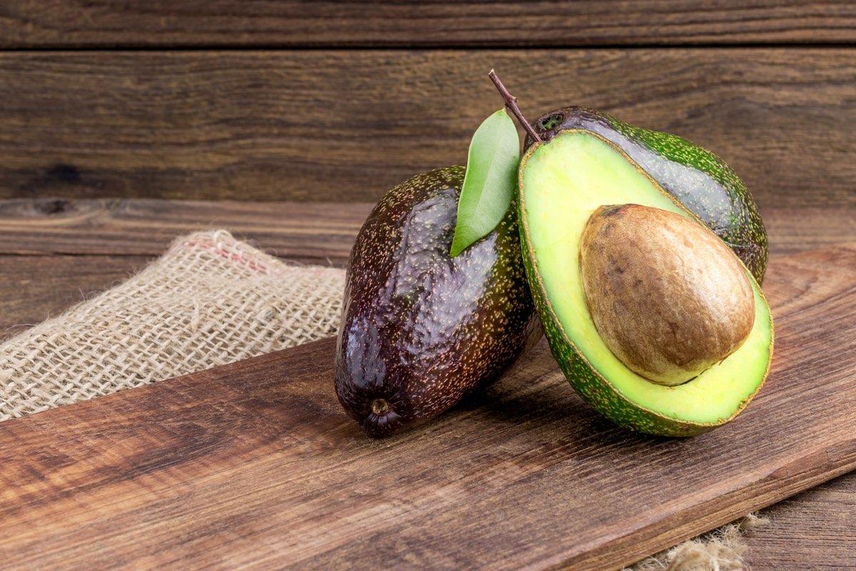 benefici della buccia di avocado per la perdita di peso