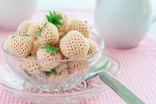 bowl of white strawberries (hula berries)