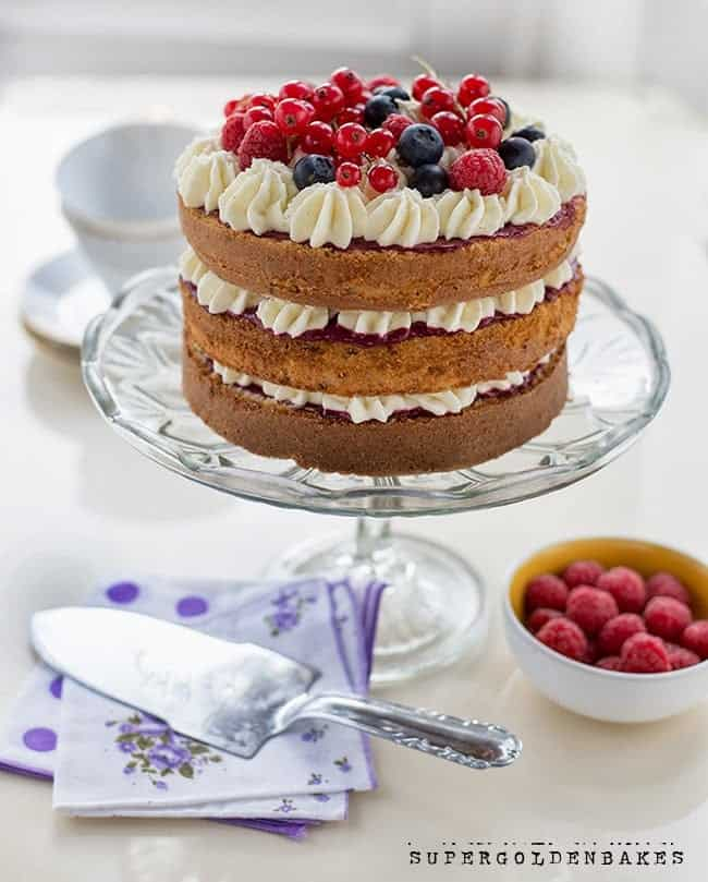 Supergolden Bakes: Berry delight cake