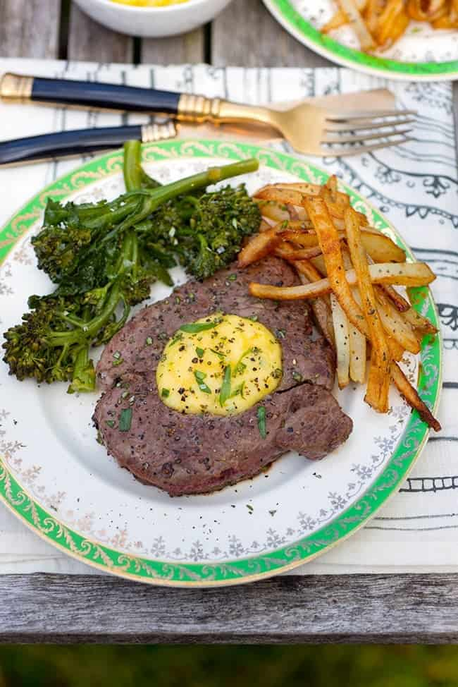Steak frites with Béarnaise sauce