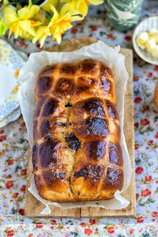 Orange and chocolate hot cross bun loaf using the water roux (tangzhong) method – heavenly soft and delicious, perfect for Easter breakfast!