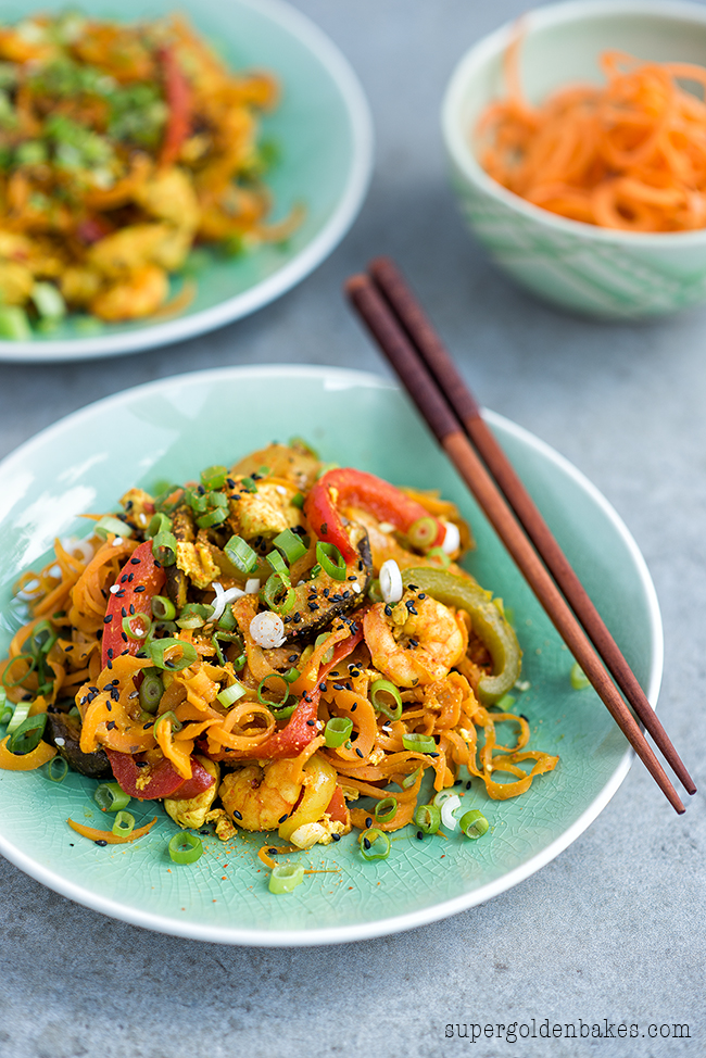 A takeaway favourite get's the spiralizer treatment! Healthy stir-fried Singapore noodles with spiralized carrots.