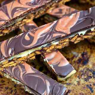 These super addictive, OTT chocolate caramel tiffin bars are the perfect bo-bake indulgent treat. Cut into small pieces and share responsibly!