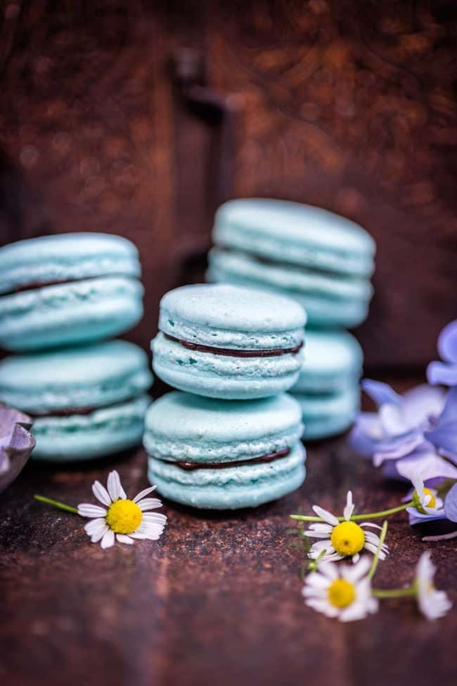 Vegan aquafaba macarons with avocado chocolate filling | Supergolden Bakes