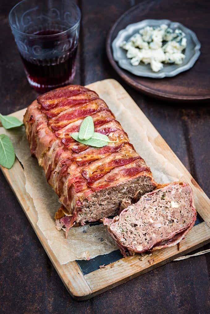 This pancetta-wrapped blue cheese meatloaf is moist and packed with flavour. Your family is sure to ask for this recipe again and again! #meatloaf #familymeal