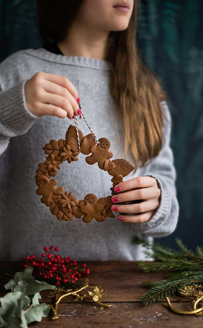 These adorable mini gingerbread cookie wreaths are vegan and perfect for setting the festive table, edible gifts or tempting Santa!