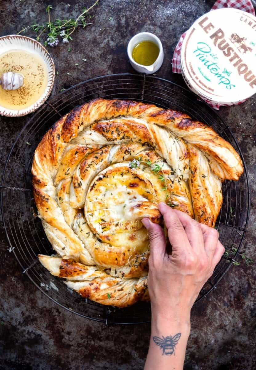 Delicious baked camembert with puff pastry