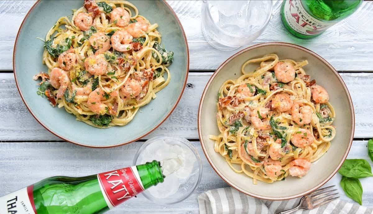 Creamy, garlicky and utterly delicious Tuscan shrimp pasta