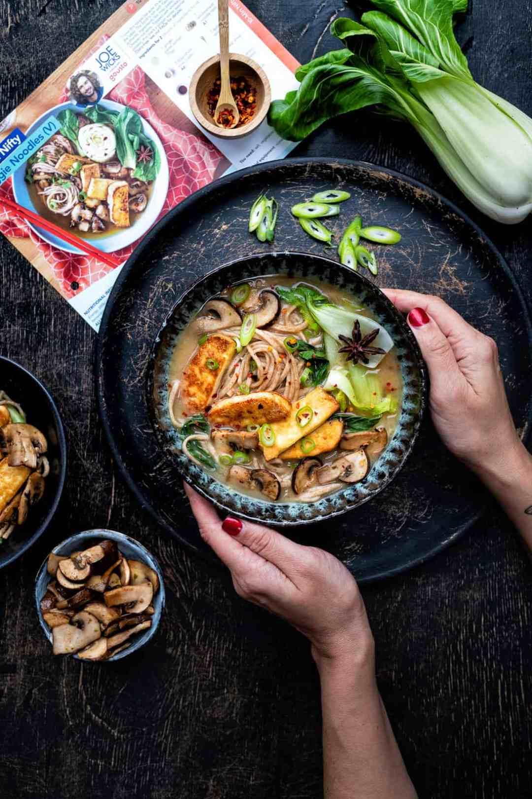 Joe Wicks for Gousto: 10 minute veggie noodles
