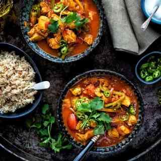 Chicken jalfrezi curry in bowls