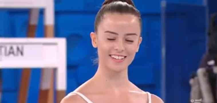 Amici di Maria De Filippi, Carola si esibisce e incanta tutti | Video Witty Tv
