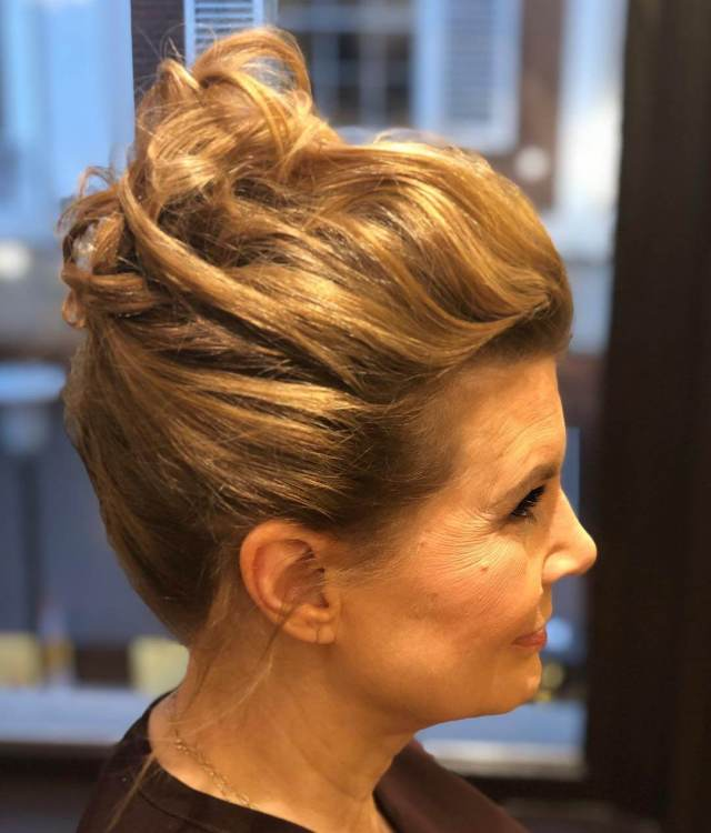 20 professional curly hairstyles for all the working women
