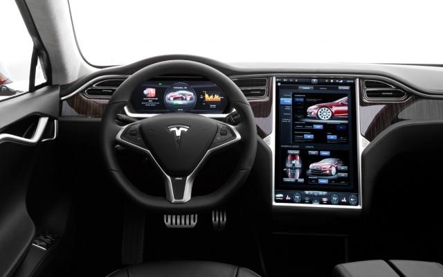 2013-tesla-model-s-cockpit