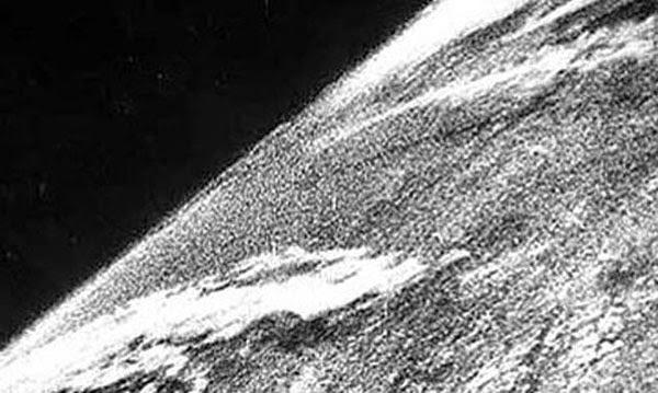1946'da çekilmiş, Dünya'nın uzaydan çekilen ilk fotoğrafı